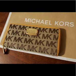💛Authentic Michael Kors signature wallet💛